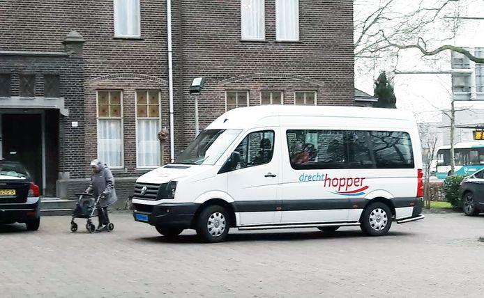 De Drechthopper vervoert binnenkort nog wel gehandicapten, maar geen 75-plussers meer.