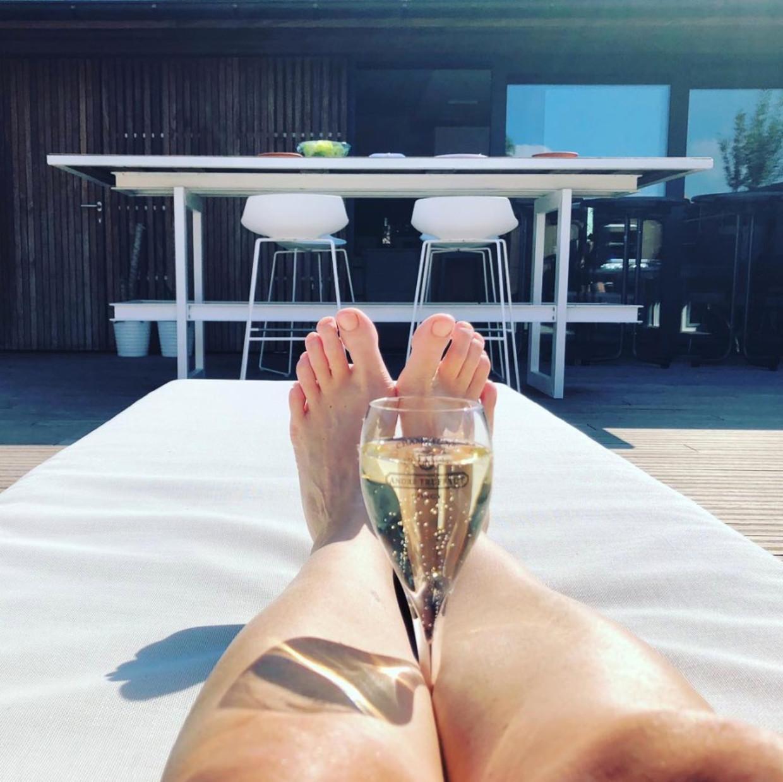 De benen van Hilde Crevits. Beeld Instagram/@hildecrevits