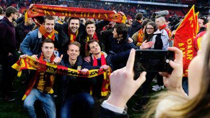 """'Kakkers' bouwen promotiefeestje op voetbalveld: """"Konden niet anders dan veld bestormen"""""""