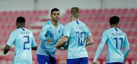 De Wit en Gakpo helpen Jong Oranje aan ruime zege op Jong Gibraltar