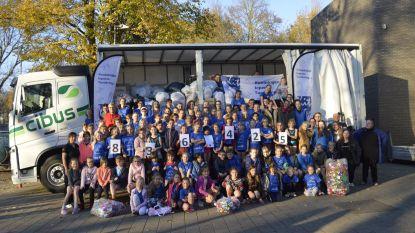 Turngroepen verzamelen 270 vuilniszakken vol plastic dopjes