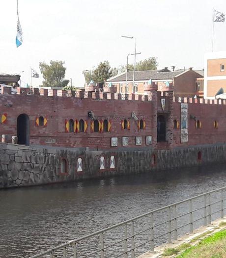 Een varend kasteel (van een ridder) ligt in de Eemhaven, en dit is wat je aan boord kan doen