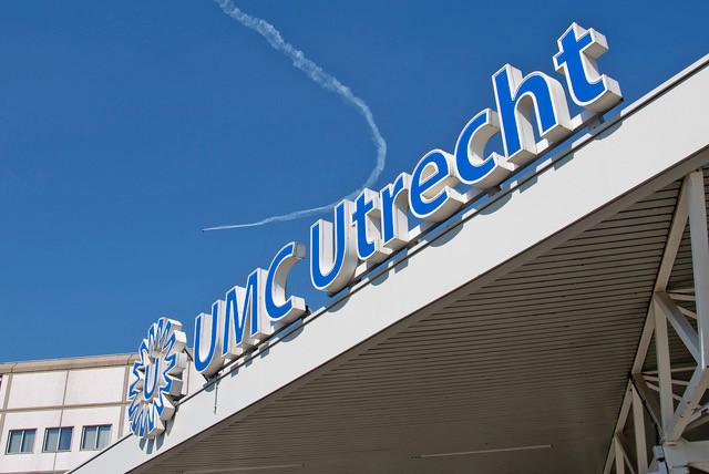Stuntpiloot Frank van Houten boven het UMC Utrecht