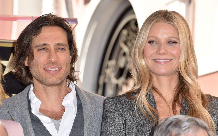 Brad Falchuk en zijn echtgenote Gwyneth Paltrow wonen niet in hetzelfde huis, heeft de actrice bekendgemaakt.