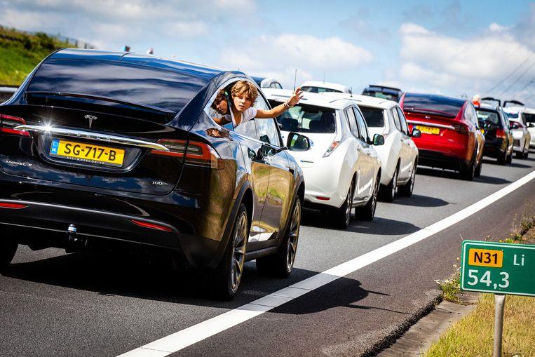 Het aantal elektrische wagens in Nederland is het voorbije jaar verdubbeld.