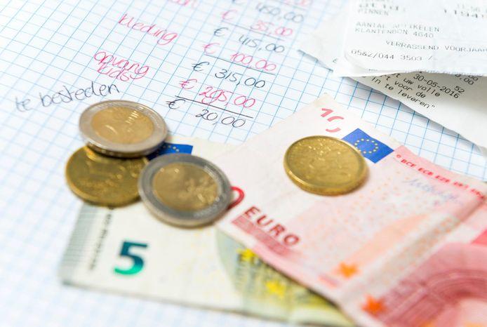 Er werd in Oldebroek gevreesd voor het bedrag onder de streep in het huishoudboekje. Het valt mee: in plaats van een tekort van ruim een half miljoen is het 'slechts' een kleine vier ton.
