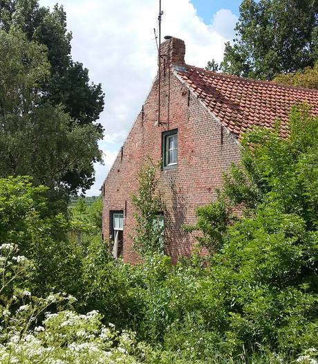 Buurt wil aanpak vervallen boerderij bij Oostburg