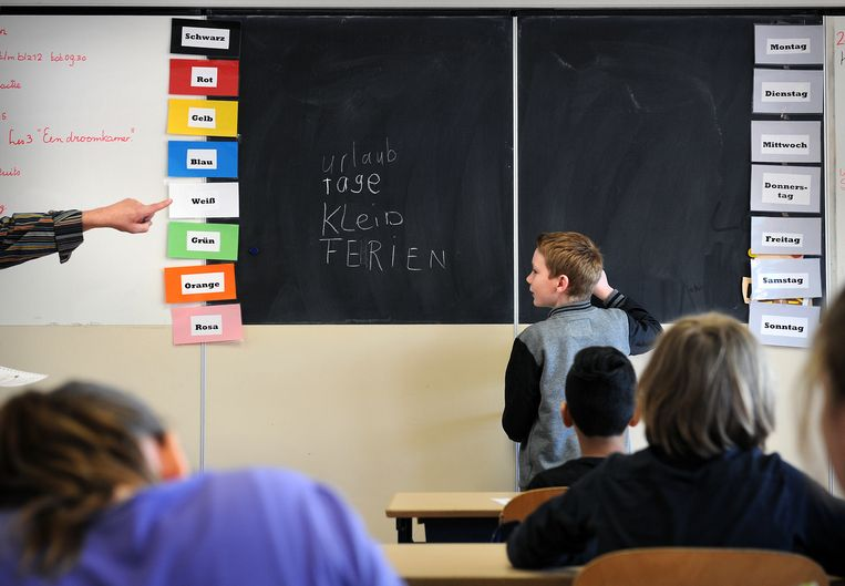 Duitse les op een Nederlandse basisschool in de grensstreek. Beeld Marcel van den Bergh / de Volkskrant