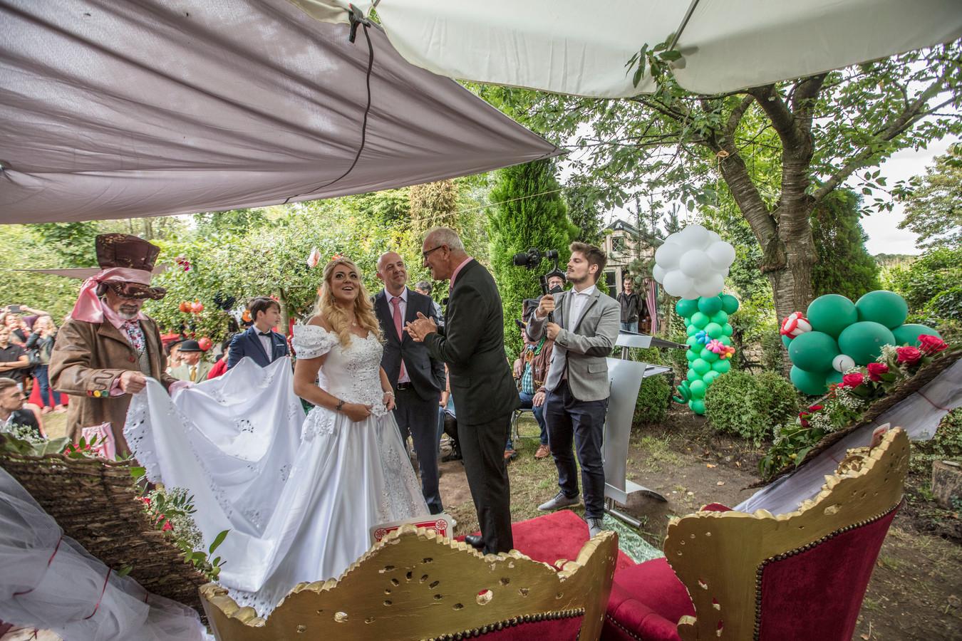 Wendy en Patrick Schoofs tijdens hun vervroegde huwelijk op 24 augustus.