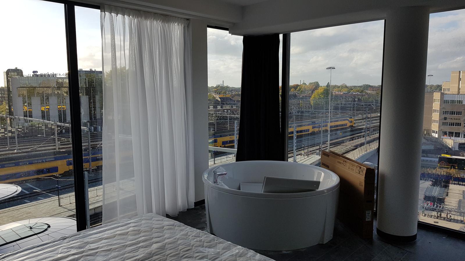 De hotelkamers in het Noordgebouw naast het Centraal Station zijn bijna klaar.