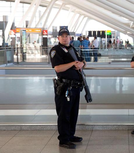 Jongen (16) breekt beide benen bij politieachtervolging op vliegveld