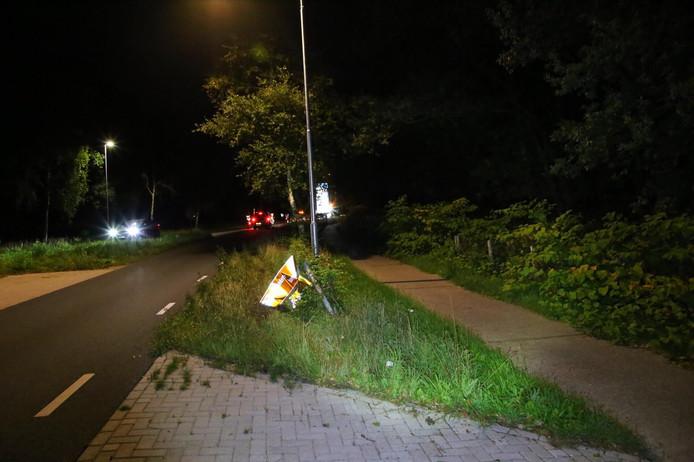 Auto rijdt tegen bord in Reusel.