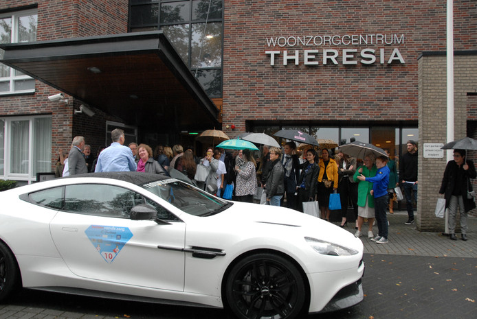 De eerste bolide is gearriveerd bij woonzorgcentrum Theresia: instappen dan maar!