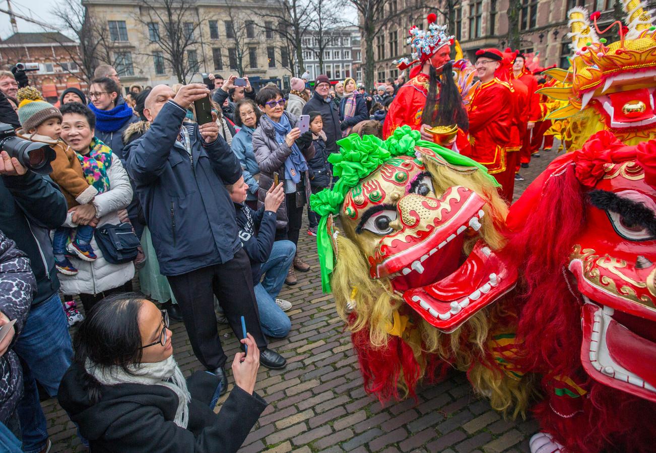 De viering van Chinees Nieuwjaar zaterdag in Den Haag