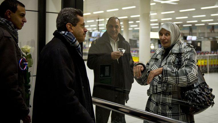 Een reiziger uit Egypte komt aan op Schiphol. Het is niet bekend of deze personen migrant en/of moslim zijn. Beeld anp