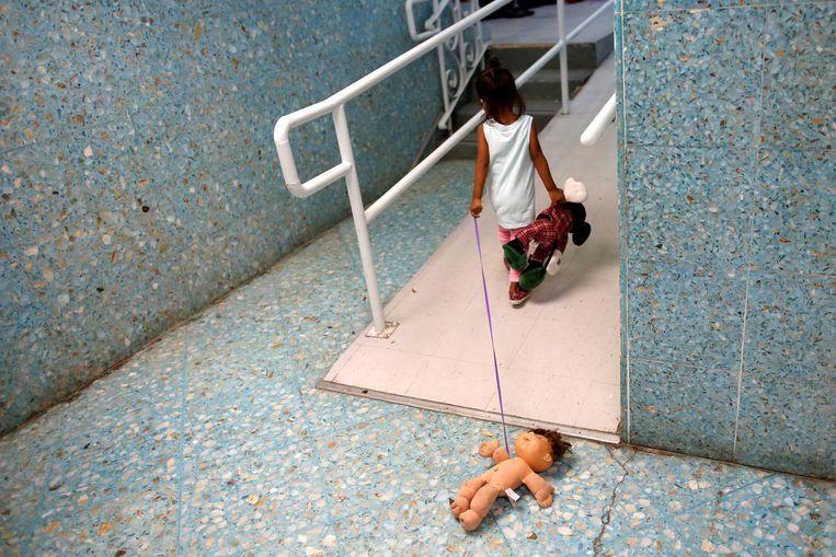 Een asielzoekerskind in een tijdelijke opvang in San Francisco.  Beeld REUTERS