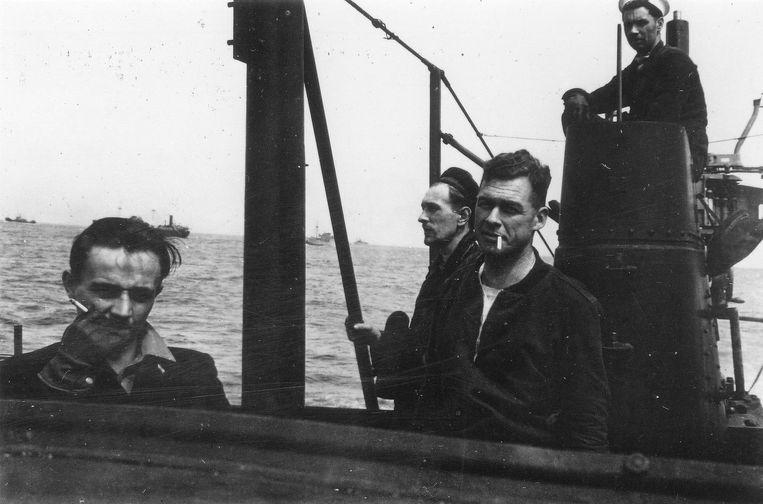 Piet de Jong (links) als kapitein op een onderzeeboot. Beeld
