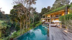 Jungle overwoekert luxevilla voor beter contact met de natuur