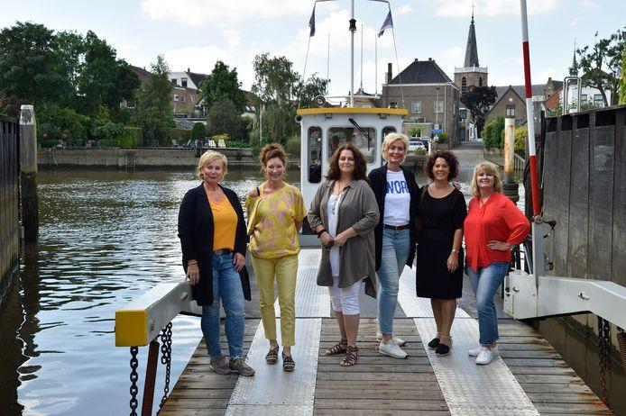 Zes leden van Levend Gouderak, vlnr: Marja van der Valk, Mariska van Adrichem, Astrid Metselaar, Agnes Baas, Christel van Adrichem en Nancy de Vries. Gerda van Adrichem ontbreekt op de foto.