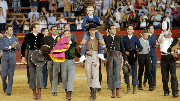 Adrian ging zaterdag op de schouders bij de stierenvechters in Valencia.