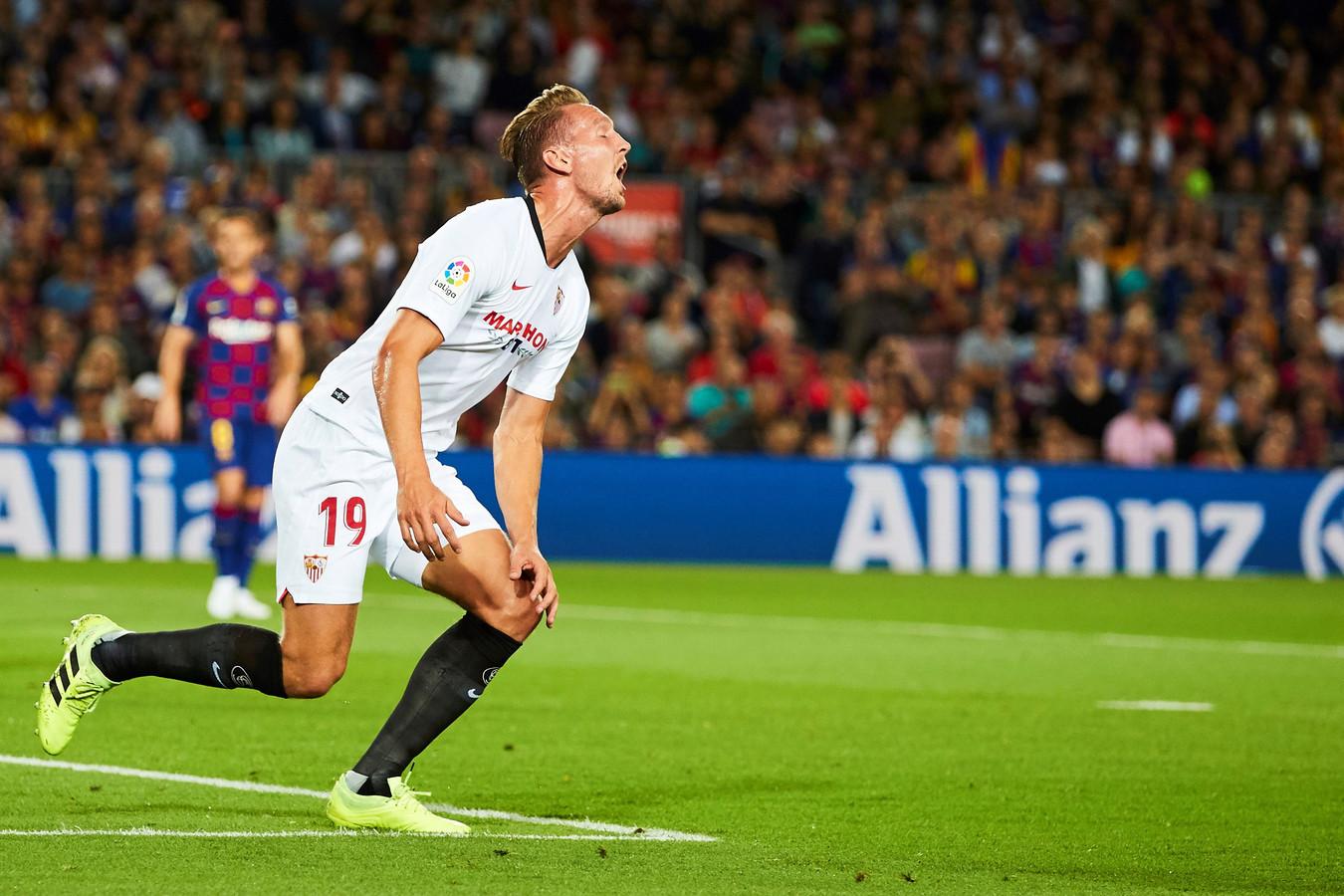 Luuk de Jong baalt van een gemiste kans tegen Barcelona.