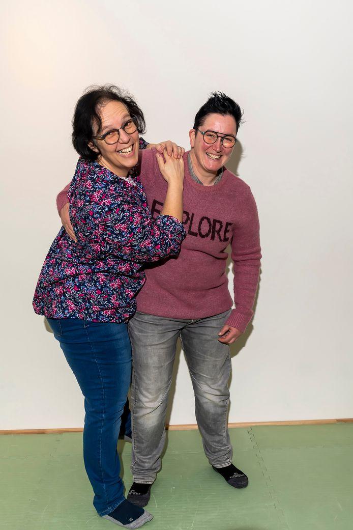 Marion Elich (l) en Mireille Lammens begonnen als buurvrouwen en zijn inmiddels met elkaar getrouwd.