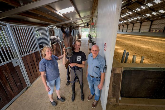 Wouter Hermelink en ouders Anton en Marjolein van Stal Hermelink in Neede