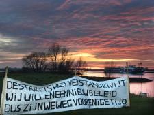 Rijswijkse letters 'TOT HIER' ontvoerd: 'met de hand uitgegraven en op de kar mee naar Friesland'