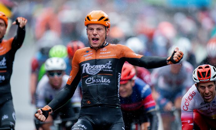 Jesper Asselman wint een etappe in de Ronde van Yorkshire, in dienst van Roompot.