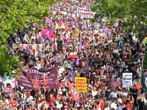 Un raz-de-marée de femmes en Suisse pour réclamer l'égalité salariale