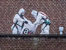 Slopers halen eerst asbest weg en dan gaat de beuk in oude mavo aan Picardie Gennep