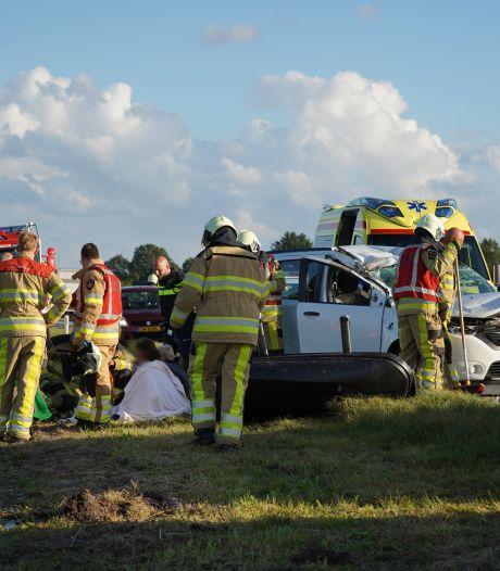 Auto over de kop op N48 bij Balkbrug, inzittenden licht gewond