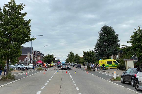 Door het ongeval was de Oudenaardsesteenweg in Bambrugge in beide richtingen versperd voor het verkeer.