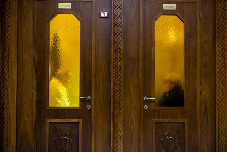 Biechthokje in een katholieke kerk. Beeld Frank Castelein