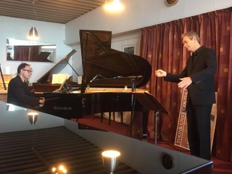 Goudse koorleden zingen de 'Matthäus Passion' vanuit de slaapkamer: 'Het is technisch een behoorlijke uitdaging'