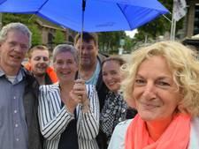 Nanette van Ameijde brengt ambtenaren nieuwe gemeente al wandelend samen