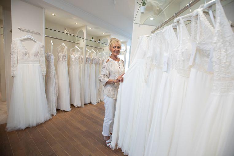 Zaakvoerster Els van bruidsboetiek Le Chapeau Bree.