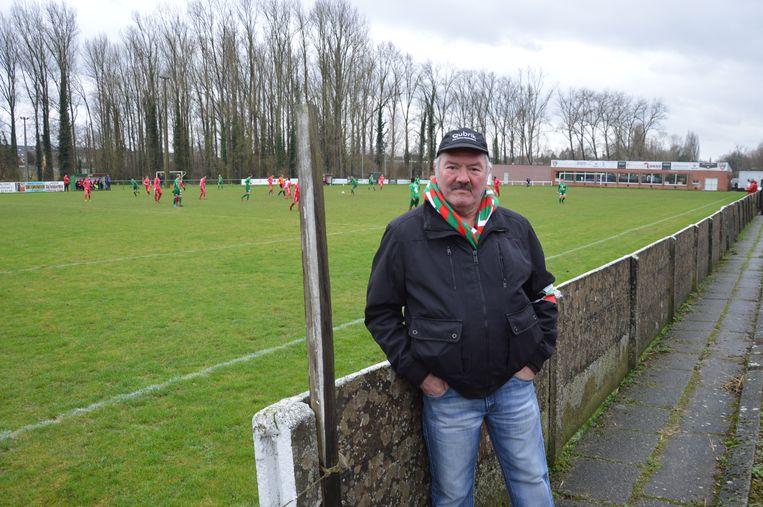 Wilfried De Nul, al meer dan 25 jaar medewerker bij K.R.C. Haaltert, dat zondag tegen Standaard Denderleeuw speelde.