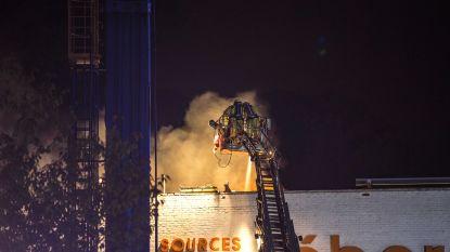 Brandweer urenlang in de weer met dakbrand bij Léberg Bronnen