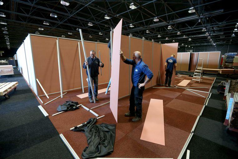 De Friezenhal van het WTC EXPO werd vorige week omgebouwd tot tijdelijke opvanglocatie voor vluchtelingen in Leeuwarden. Beeld ANP