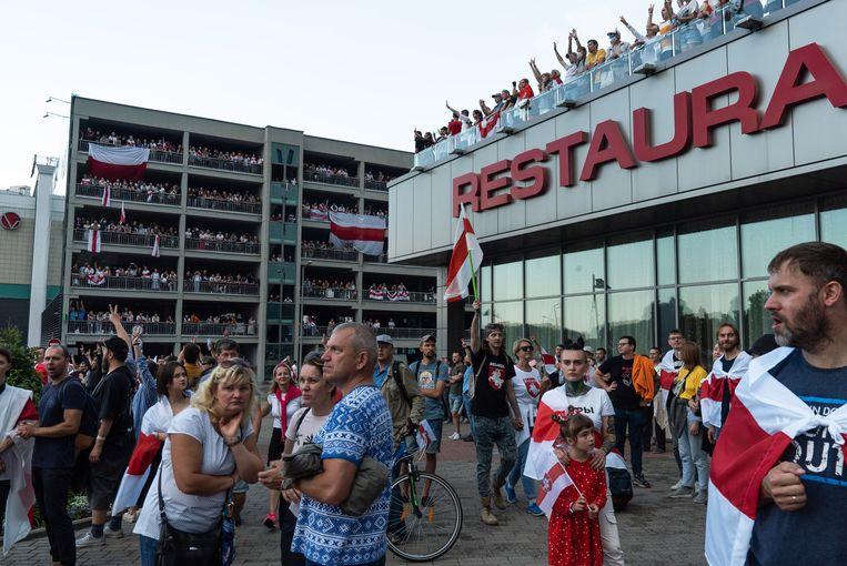 Demonstranten in Minsk, op een plein niet ver van de presidentiële residentie. Beeld Getty Images