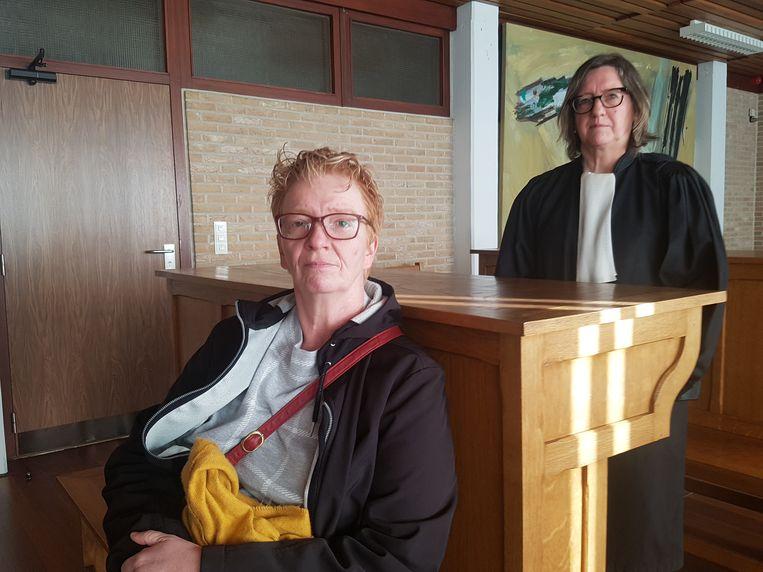 Marjan Van de Poel en advocate Liliane Dierckx op de Veurnse rechtbank.