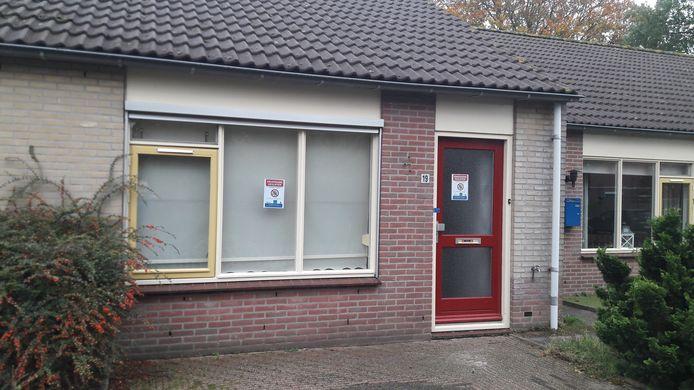 De gemeente Elburg heeft een bejaardenwoning aan de Vale Ouwelaan in 't Harde voor drie maanden gesloten vanwege drugscriminaliteit.