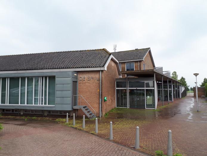 De gemeente wil al langere tijd De Spil in Bleskensgraaf verbouwen tot vaste werkplek voor ambtenaren.