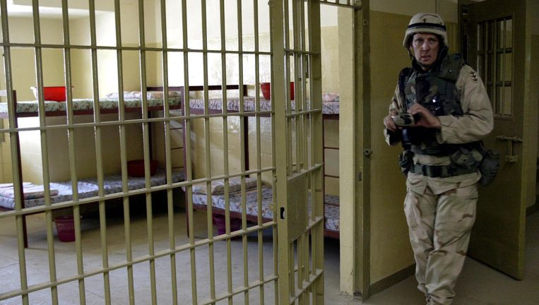 De beruchte Abu Ghraib-gevangenis wordt om veiligheidsredenen gesloten. Beeld AFP