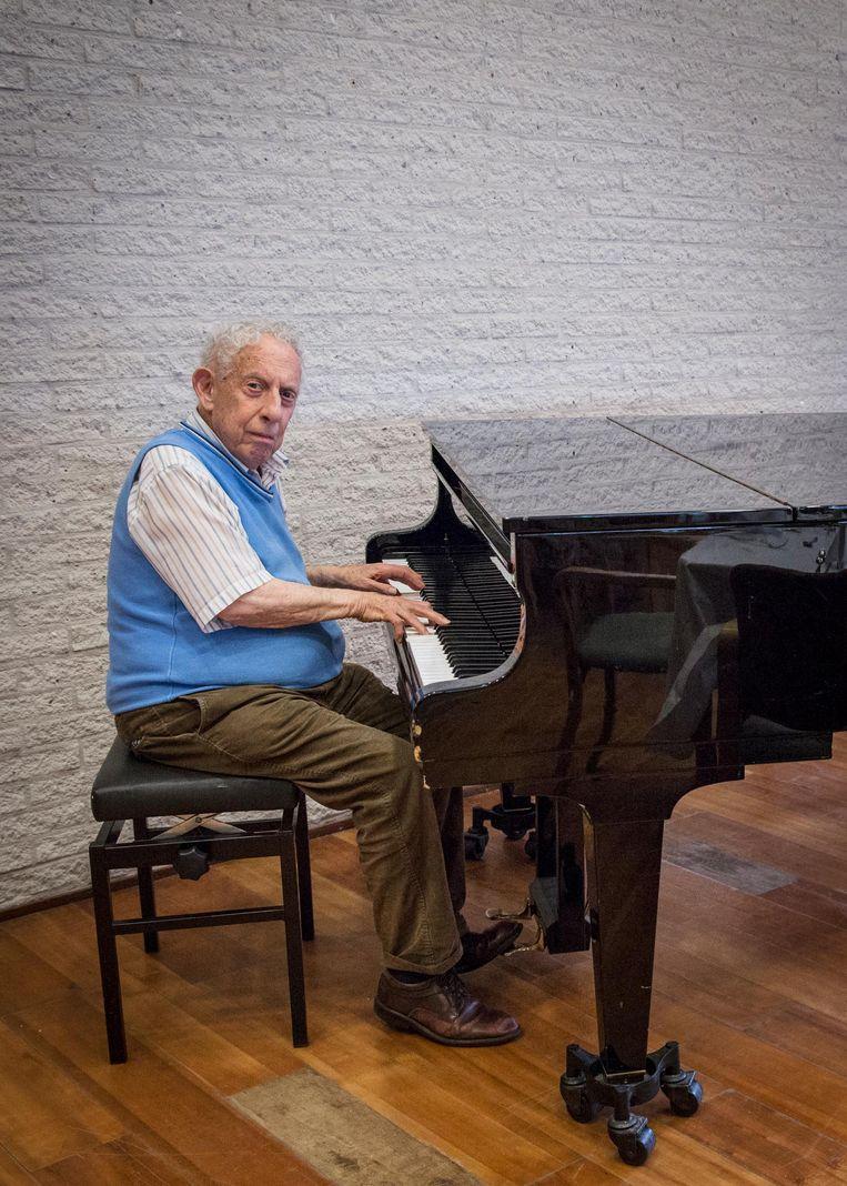Bewoner Bob Friedmann (87) mist de Joodse humor van tien jaar geleden in Beth Shalom. 'Het is hier eerder een Klaagmuur' Beeld Dingena Mol