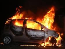 Auto uitgebrand naast woning in Vught