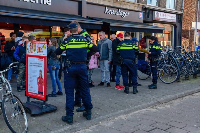 Ruzie Op Heezerweg In Eindhoven 3 Jongens Aangehouden Eindhoven