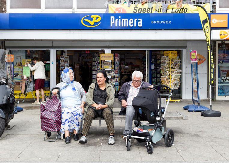 Primera Brouwer is meegegroeid met de buurt en verkoopt geen boeken meer Beeld Sanne Zurné