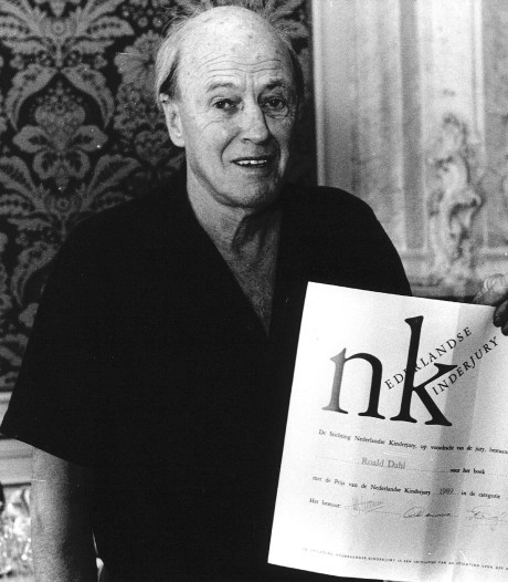Kleinzoon spoort medailles Roald Dahl op